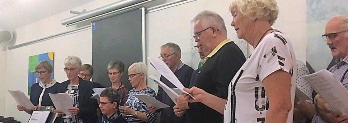 Gudstjeneste, Ad Hoc koret og Kirkekoret medvirker