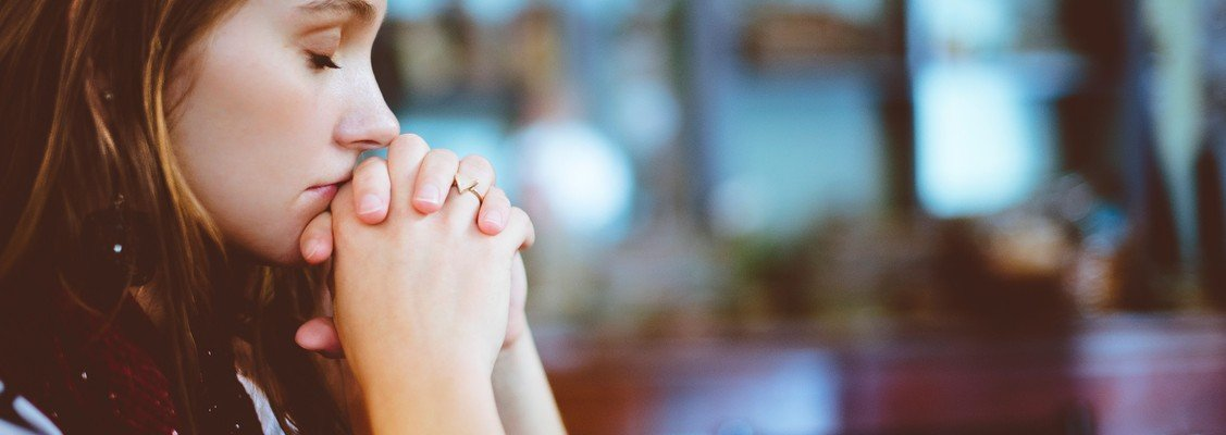 Bøn i kirken