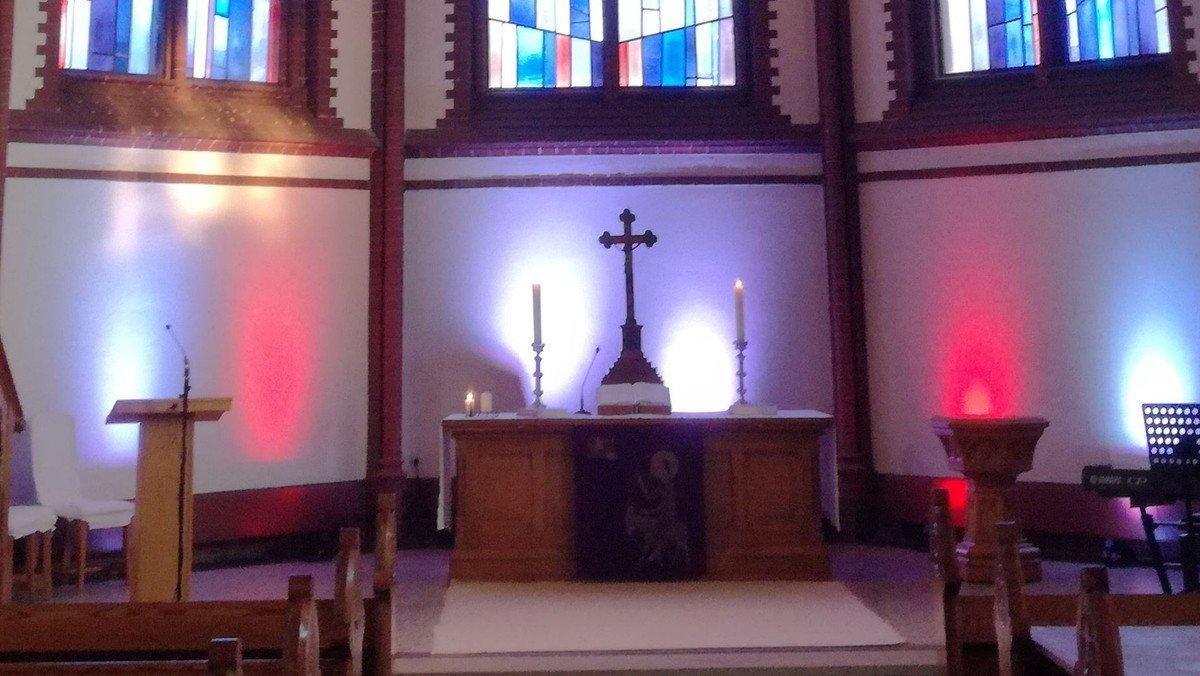 Moderner Gottesdienst mit Anmeldung und Livestream