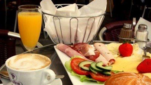 Frauenfrühstück in Emmaus