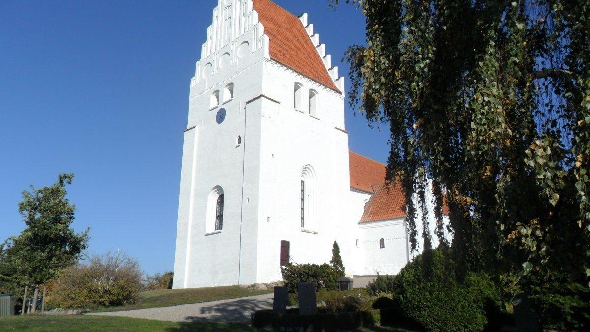 Højmesse i Elmelunde Kirke ved Pia Hjort Nielsen med dåb