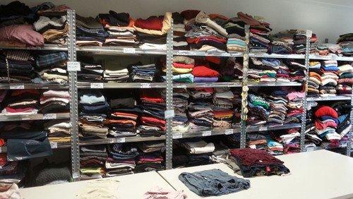 Offene Kleiderkammer für alle Menschen