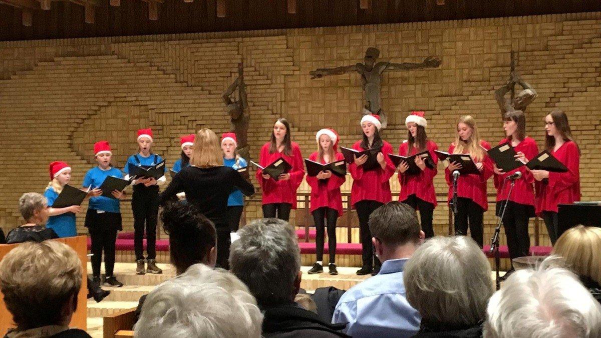 Julekoncert med Luciaoptog ved Skalborg Kirkes børne-, ungdomskor