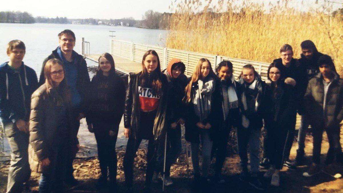 Jugend: Grillfest im Garten mit den Konfis und der EM