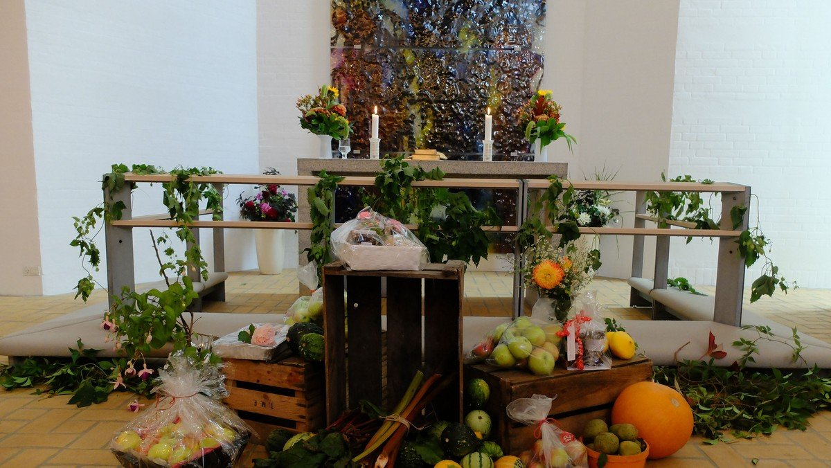 Høstgudstjeneste med efterfølgende kirkefrokost