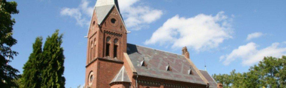 Dåbsgudstjeneste i Storring Kirke-alle pladser er optaget af dåbsfamilien