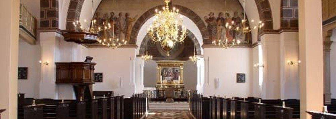 Højmesse (konfirmation flyttet til d. 28 august)