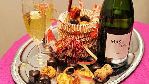 Nytårsgudstjeneste med champagne og kransekager