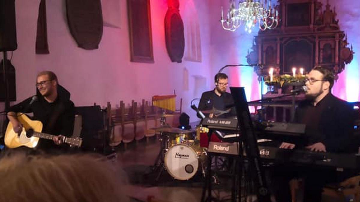 FOLE KIRKE: Adventskoncert  v. Lasse Sørensen trio - PLADSBESTILLING NØDVENDIG. Tryk på linket
