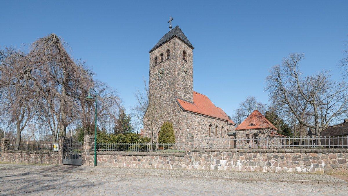 Gottesdienst mit Orgelmusik zum Ewigkeitssonntag in der Dorfkirche Schönefeld