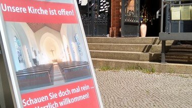 Offene Kirche mit Seelsorger