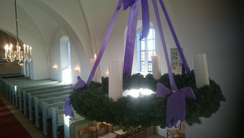 Vi ses til børnefamiliegudstjeneste  i Hampen kirke - 1. søndag i advent - Juleoptog er aflyst i år.