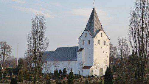 Gram Kirke: Gudstjeneste v. Gjesing. Derimod aflyses den efterfølgende officielle åbning af CAMINO SYD pga. Covid-19 :-(