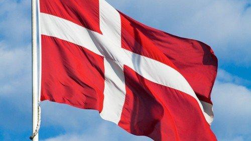 dansk flag shutterstock_4388380