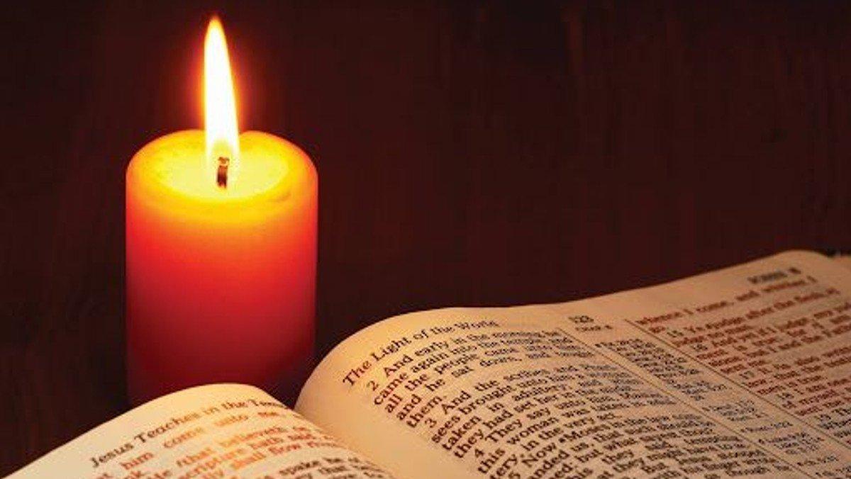 Gudstjeneste i Smørum Kirke - 4. s. i advent fra første række - Ni læsninger