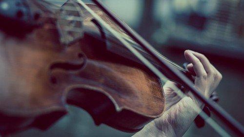Ord & Musik i Husumvold Kirke: Szymanowski med Wladyslaw og en herboende pianist.