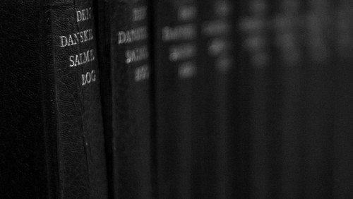 Højmesse v. Elizabeth Knox-Seith