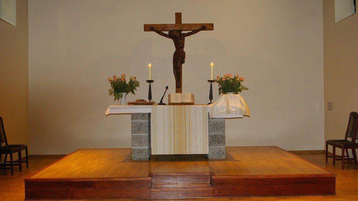 Gottesdienst mit Taufe im Kirchgarten