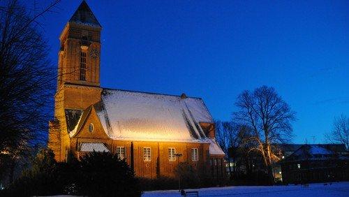 Heilig Abend auf der Wiese hinter der Anscharkirche - Christmette