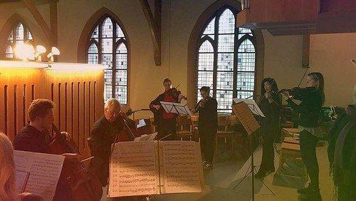 Musikalischer Adventsgottesdienst mit Geigenmusik in Waidmannslust