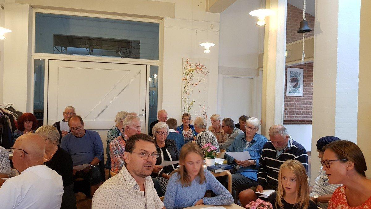 Fællessang i kirken v/ Mikkel Steen Petersen og familie
