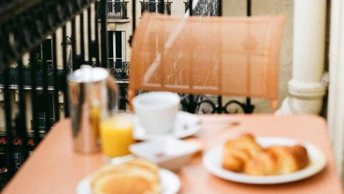 Tirsdagsterrasse: Croissanter og morgenkaffe