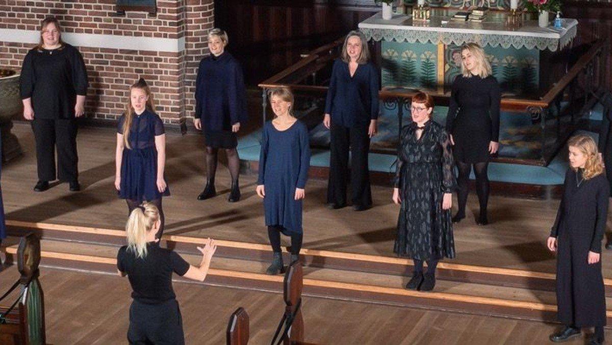 Julekoncert med det nye Karitas kvindekor med 16 sangere