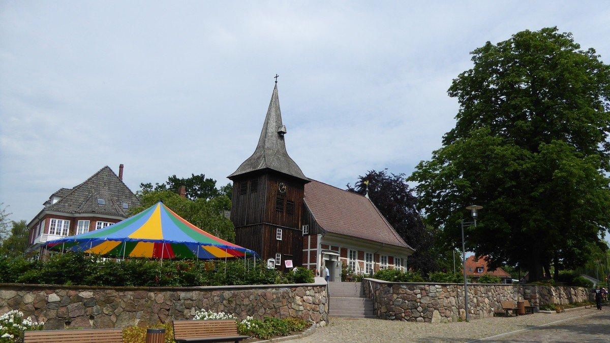 Sommerkirche im Zirkuszelt