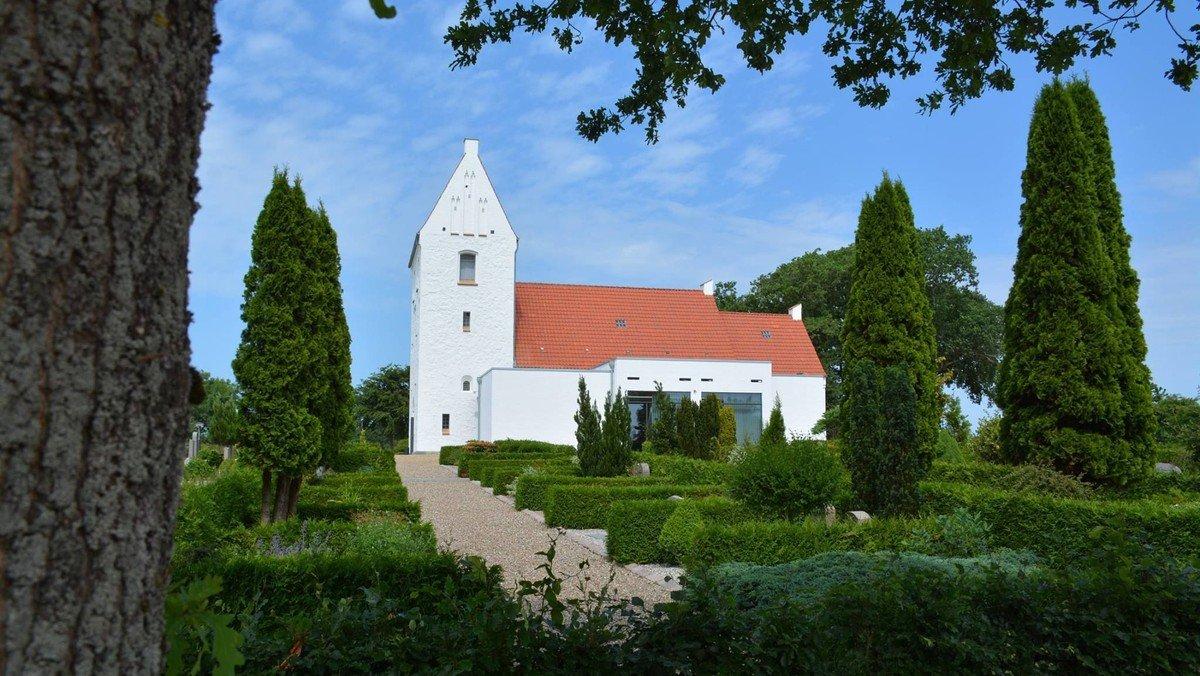Gudstjeneste - Nøvling kirke - indvielse af fest-stola-præstedragt - forløb og indhold er ens kl. 10.30 og 11.30