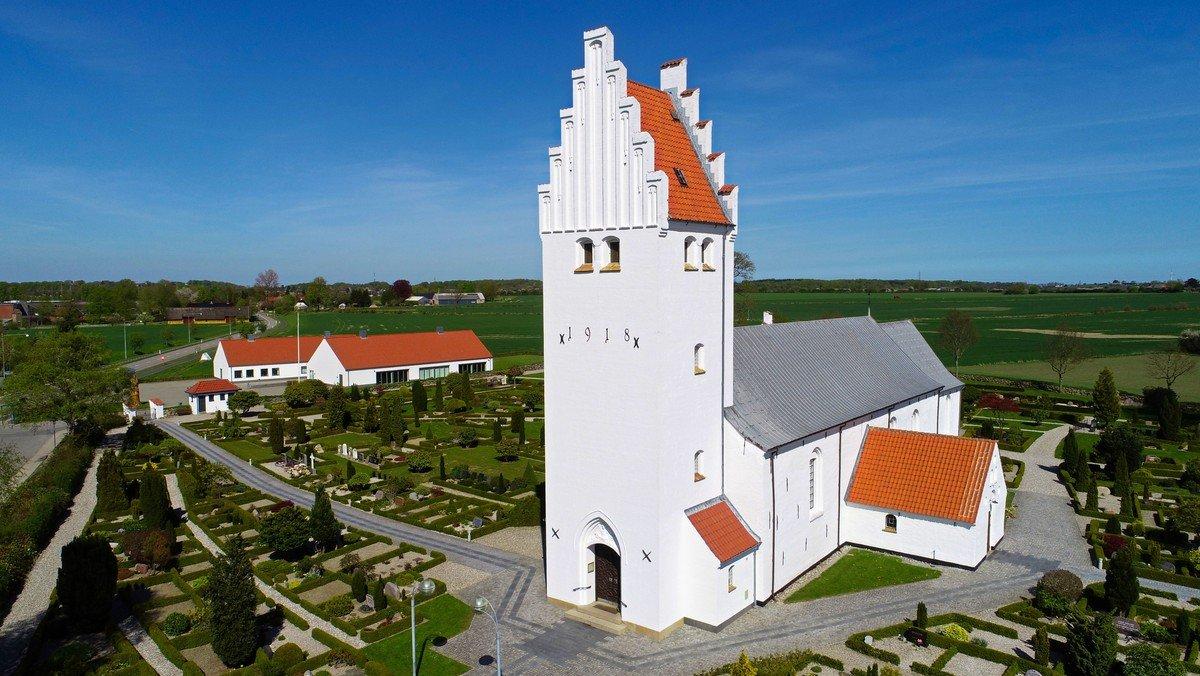 Gudstjeneste Gauerslund Kirke kl. 11.00 m. dåb + dåb efter gudstjenesten kl. 12.00