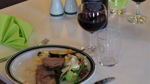 Folke-kirke-køkken. Et fællesskab for dem som ønsker at spise sammen med andre