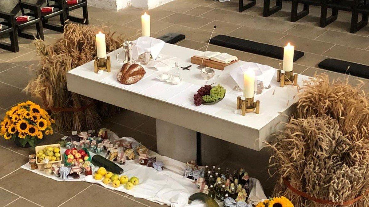 Abendmahlsgottesdienst zum Erntedankfest mit Pastorin Margrit Wegner - zeitgleich Kindergottesdienst