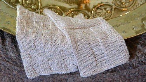 AFLYST! Vi strikker dåbsklude