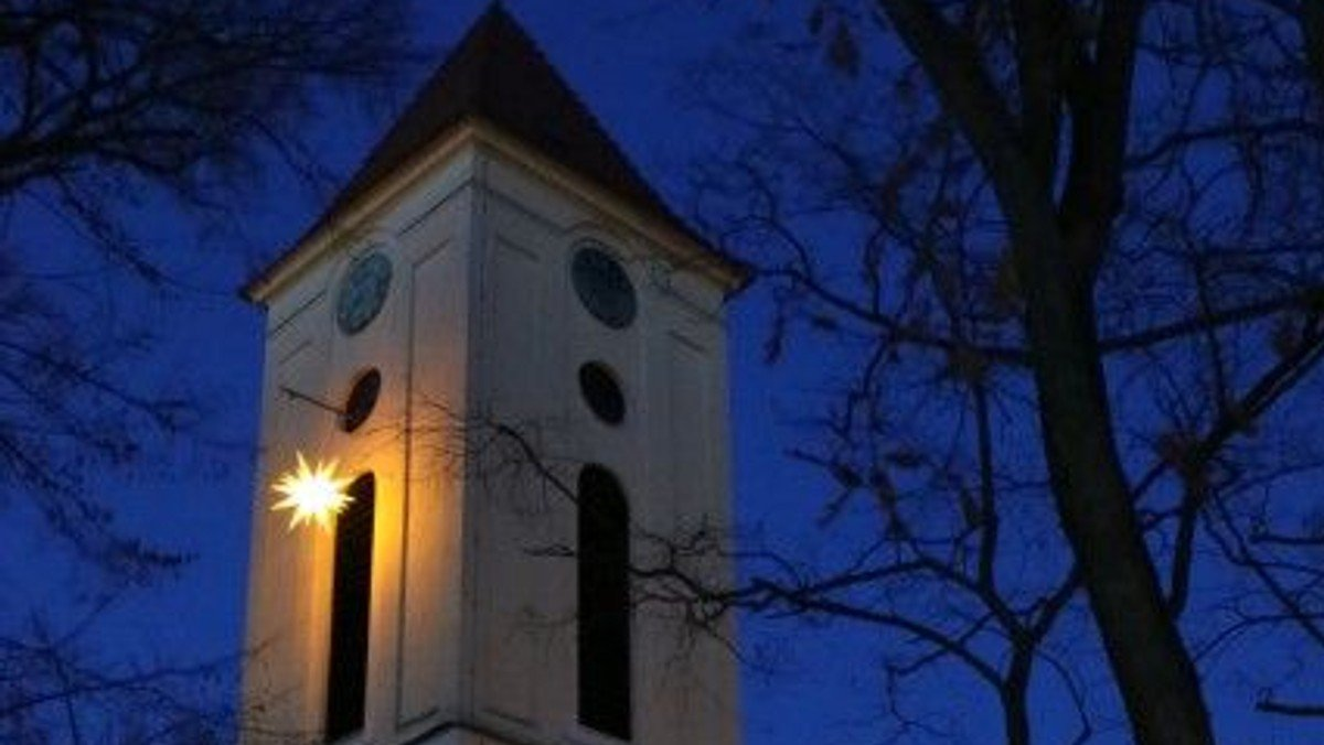 Adventsandacht im Kirchgarten mit Gesang