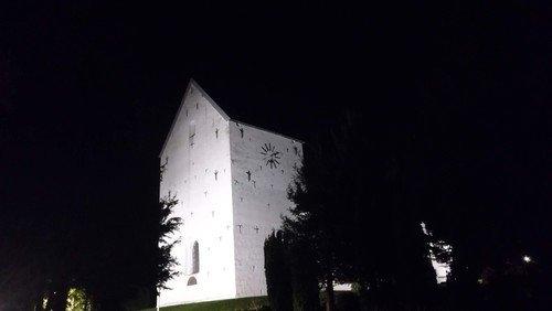 """Fyraftensandagt i Nørre Snede Kirke - """"Nu går solen sin vej"""" - Tid til stilhed og eftertanke."""