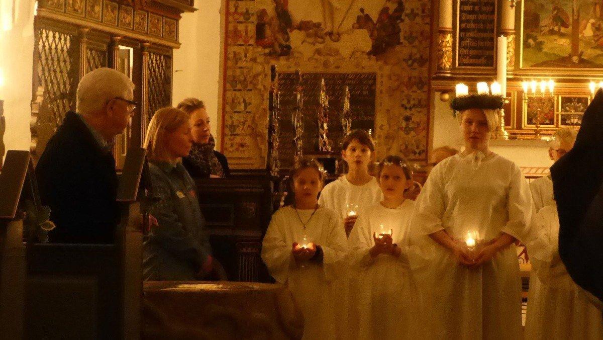 Gudstjeneste med Luciaoptog  i Skelund kirke