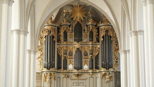 Adventliche Orgelmusik bei Kerzenschein
