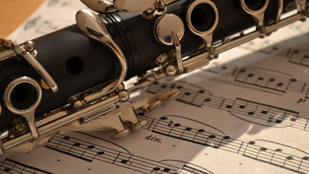 Gottesdienst mit festlicher Musik am Pfingstsonntag