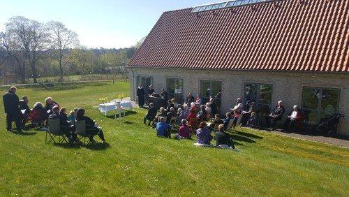Friluftgudstjeneste i Paradishaven ved Sognehuset i Bryrup