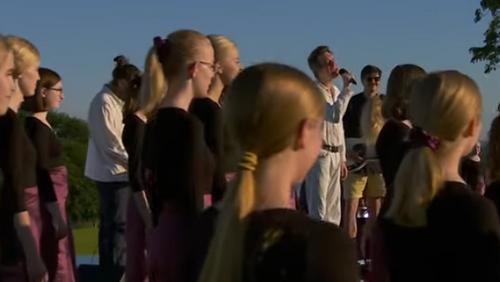 Sønderjysk Pigekor og bandet Efterklang giver koncert