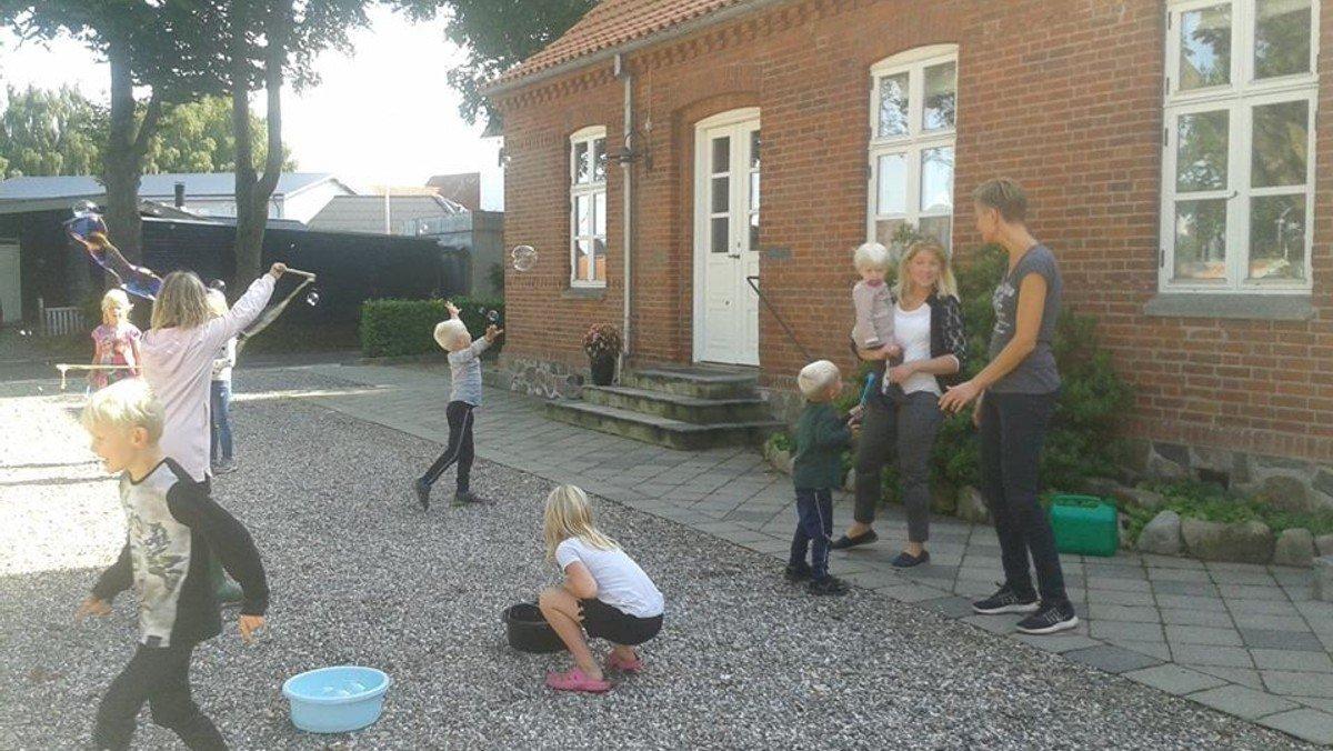 AFLYST - Ejstrup kirkes Børneklub - kirke-kulturmedarbejder udsender materiale til familierne