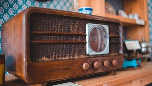 Anders durch den Nachmittag -  für Seniorinnen und Senioren auf FM 98,8