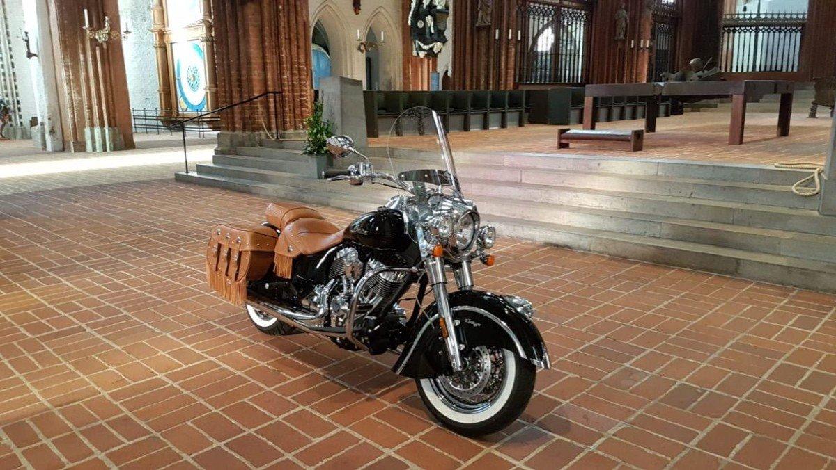 Gottesdienst der Motorradfahrer:innen mit der Arbeitsgemeinschaft christlicher Motorradfahrer:innen Lübeck (ACM)  mit Pastorin Inga Meißner
