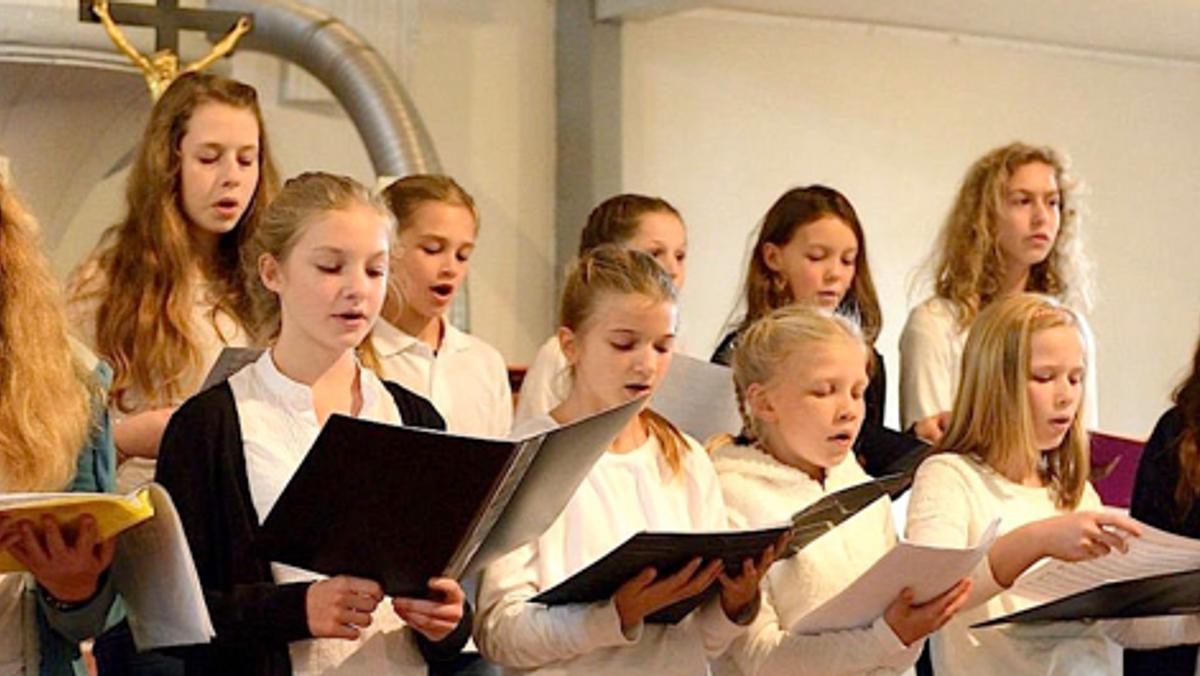 """Jugendchor """"vocalis""""Probe: Maiwiese oder Kirche"""