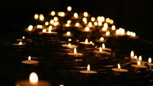 DIGITAL: Gedenkfeier für einsam verstorbene Menschen in Neukölln