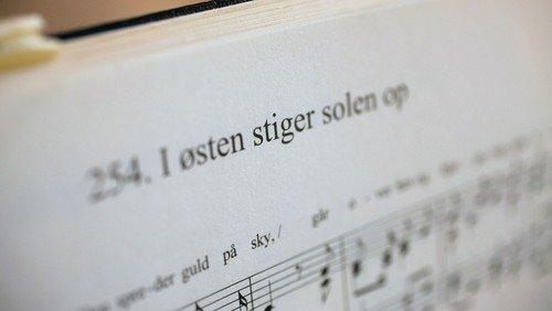 Vi synger sammen alene