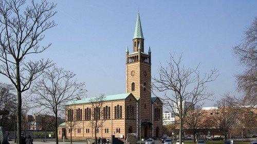 Andacht vor der St. Matthäus-Kirche
