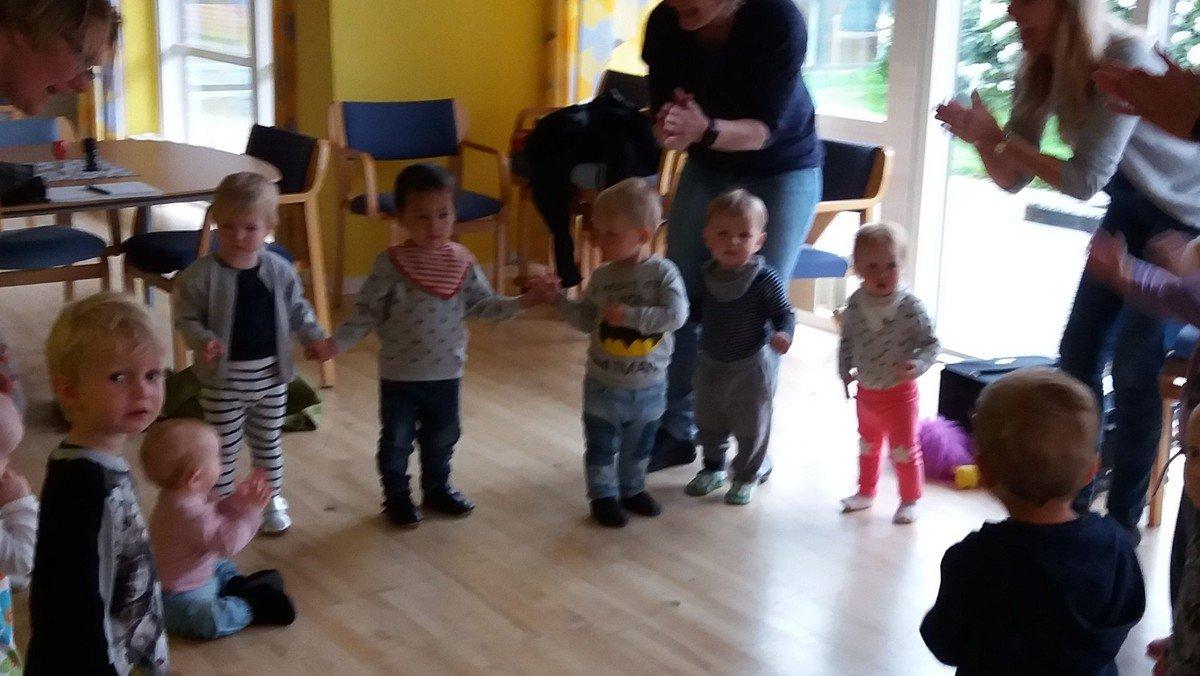 Stjernestund - børn og ældre synger sammen