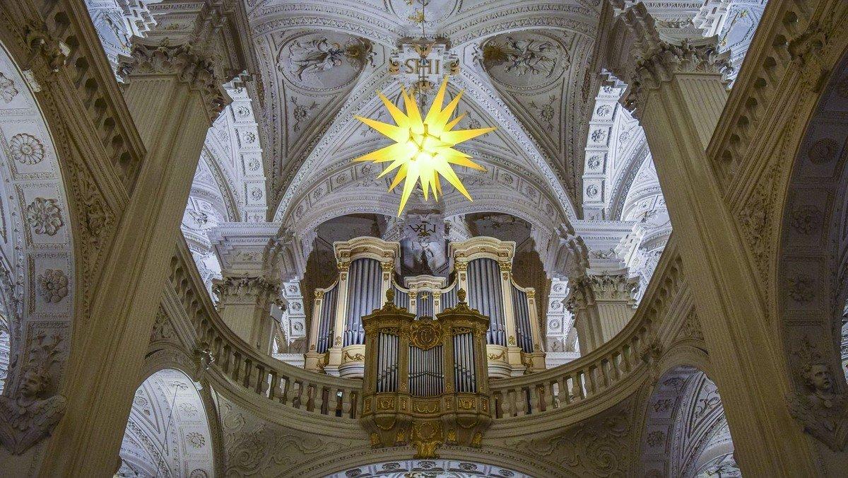 Gudstjeneste i Smørum Kirke - 3. s. efter Trinitatis fra første række