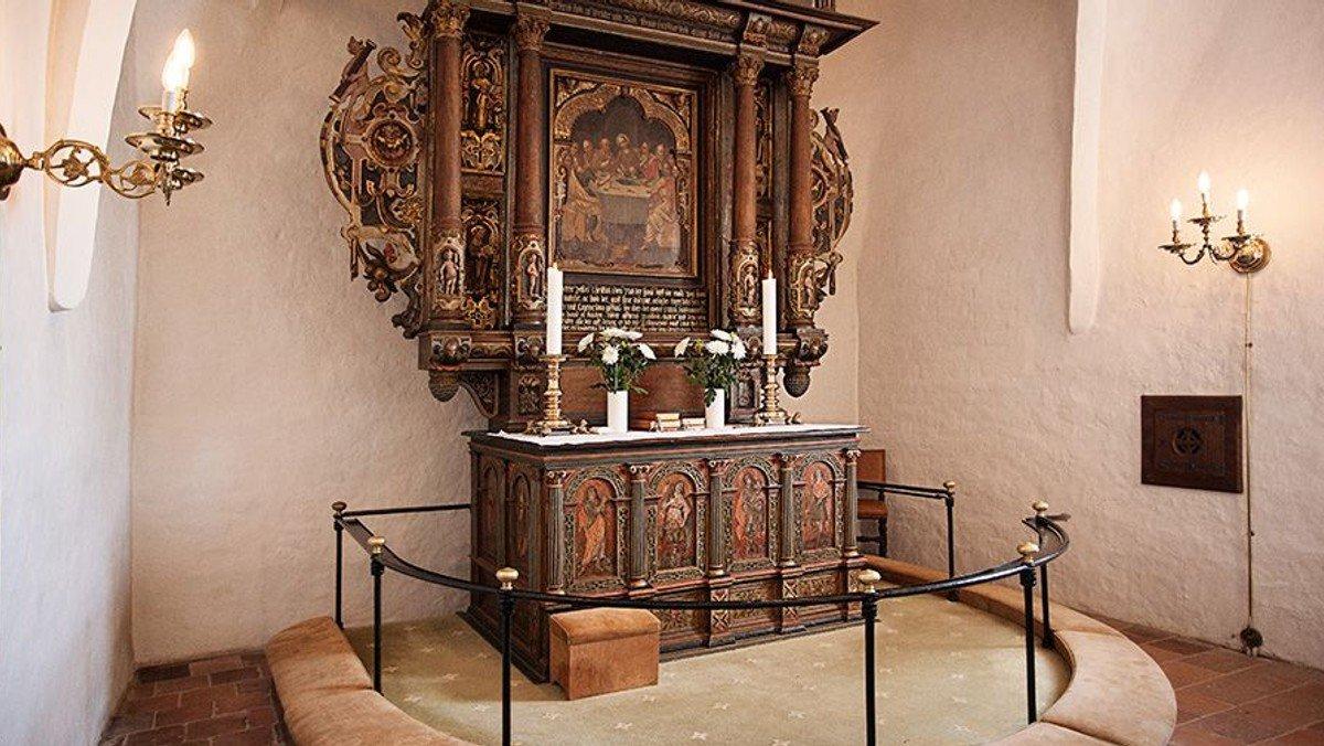 Himmelev Kirke er åben for stilhed og personlig andagt (ingen gudstjeneste)